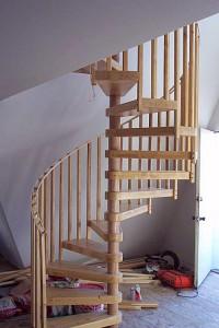 Лестница винтовая деревянная в Минске на заказ