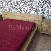 Двуспальная кровать из дерева справа