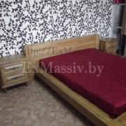 Двуспальная кровать из дерева слева