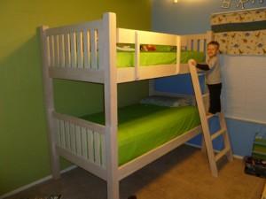 двухъярусная кровать из дерева в Минске