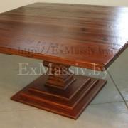 Квадратный стол из дерева