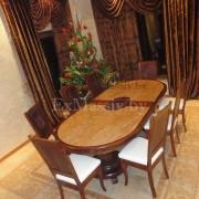 Деревянный обеденный стол из дуба большой