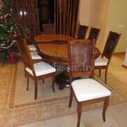 Деревянный обеденный стол из дуба слева