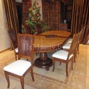 Деревянный обеденный стол из дуба справа