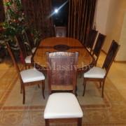 Деревянный обеденный стол со стульями