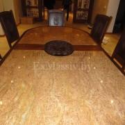 Деревянный обеденный стол герб
