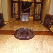 Деревянный обеденный стол  спереди