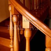 Балясины и поручень лестницы из дуба