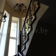 Облицовка бетонной лестницы дубом с плинтусом