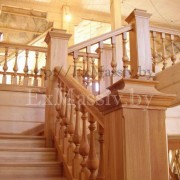 Деревянная лестница из массива ясени