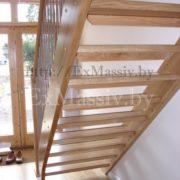 Деревянная лестница из массива дуба на заказ