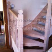 Столбы для поворотной лестницы из дуба