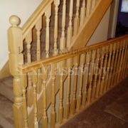 Дубовая лестница на заказ