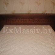 Фото изголовья двуспальной кровати из дуба