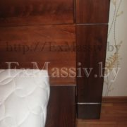 Двуспальная кровать из дуба стена