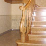 Резной столб для лестницы из дуба