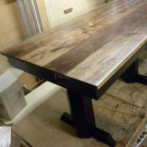 Обеденный стол из массива дерева фото
