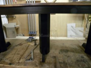 Обеденный стол из массива дерева черный