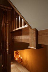 Деревянная лестница с поворотом на 180 из дуба