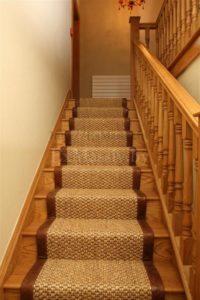Деревянная лестница с поворотом на 180 на заказ