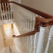 Белая деревянная лестница фото