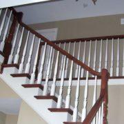 Деревянная лестница с площадкой фото