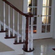 Деревянная лестница с площадкой купить