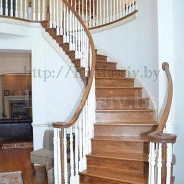 Деревянная лестница на второй этаж в частном доме