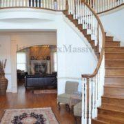 Деревянная лестница на второй этаж в частном доме фото