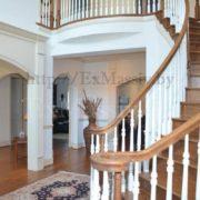 Деревянная лестница на второй этаж в частном доме купить